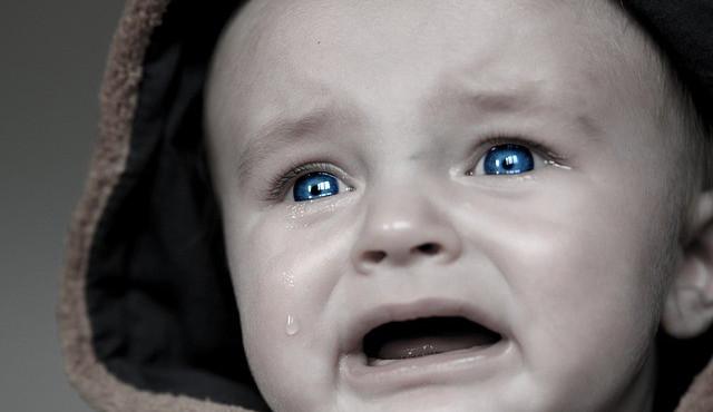 Chlapeček plakal, přítel jeho matky ho zabil