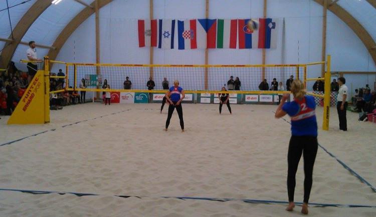 Sluková s Hermannovou opanovaly mistrovství střední Evropy v beach volejbalu v Pelhřimově