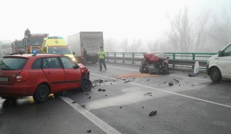 Hromadná nehoda čtyř aut zastavila provoz mezi Jihlavou a Znojmem