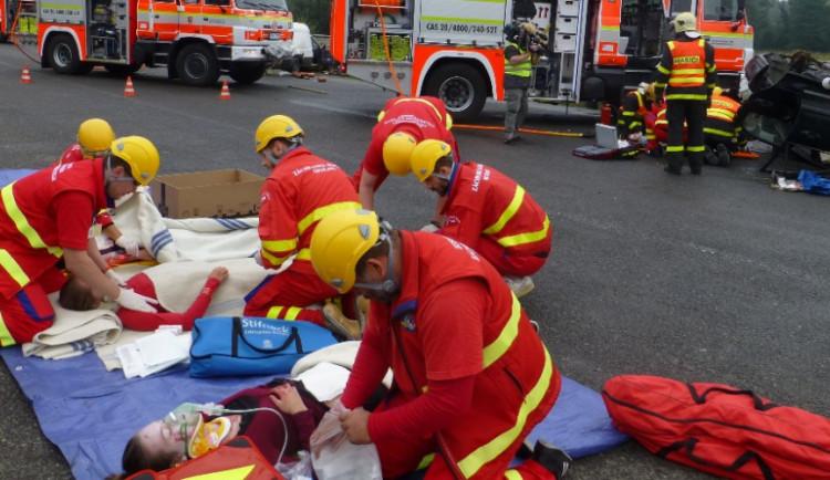 Sedmdesátka záchranářů na Vysočině nacvičovala záchranu cestujících z lodi