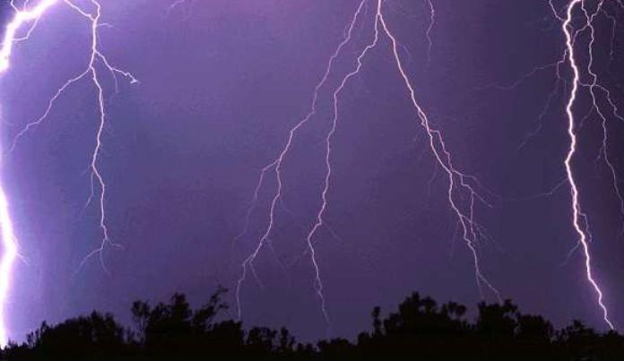 Meteorologové opět varují před silnými bouřkami. Výstraha platí také pro Vysočinu
