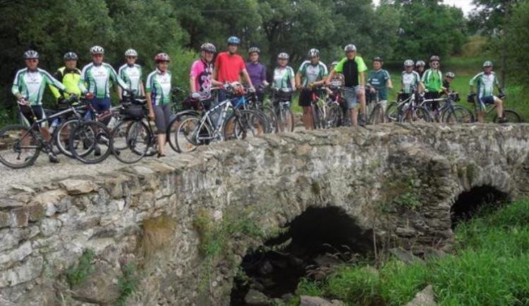 Přes 400 kilometrů ušlapaly skoro dvě stovky cyklistů v rámci Křížem krážem Vysočinou na kole