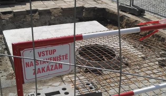 """ANKETA: Z jihlavských """"pařenišť"""" na Masarykově náměstí zbydou jen kanálové poklopy"""
