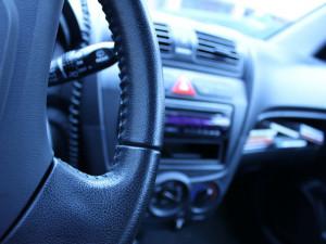 Jsou, nebo nejsou noví řidiči dostatečně připraveni na samostatnou praxi?
