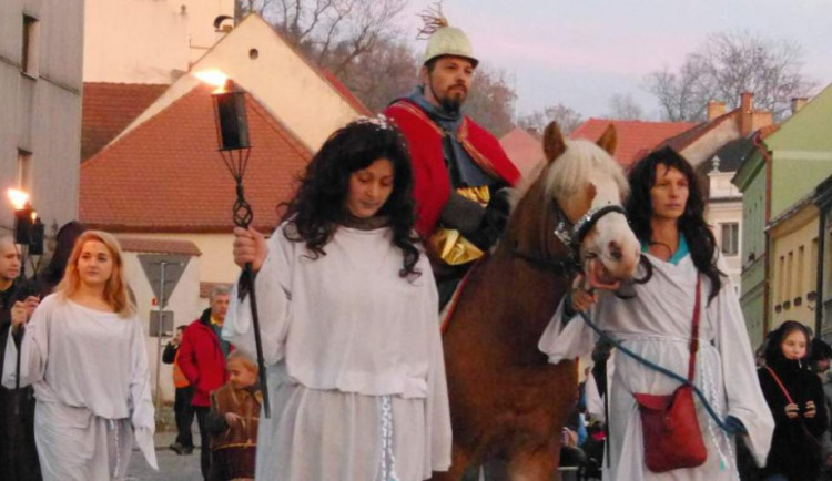 Svatomartinská neděle v Třešti: Průvod, pouť, lampiony, ohňová show a zlaté dukáty