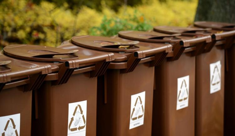 Hnědé popelnice se v Jihlavě od prosince do února budou vyvážet jen jednou měsíčně