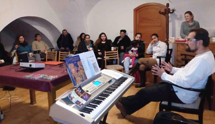 Jihlavské setkání rodin ze sociálních služeb Klubíčko a Klíček se neslo v předvánočním duchu