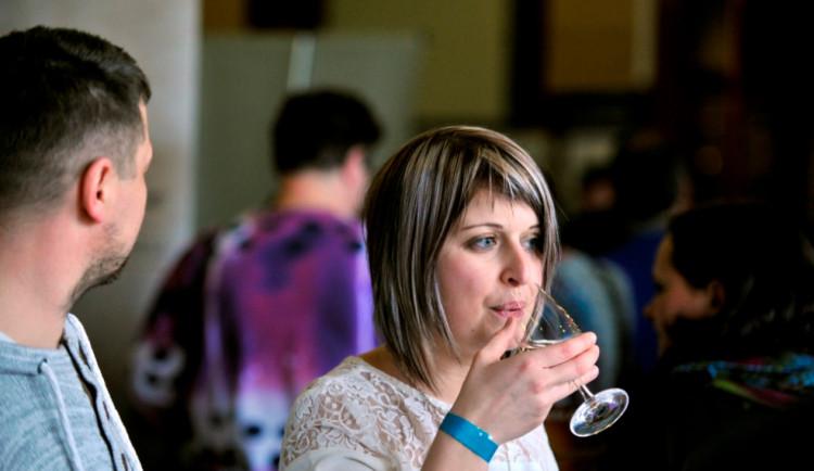 Festival vína 2017 láká na degustaci s mistrem republiky, tombolu nebo cimbálovou muziku