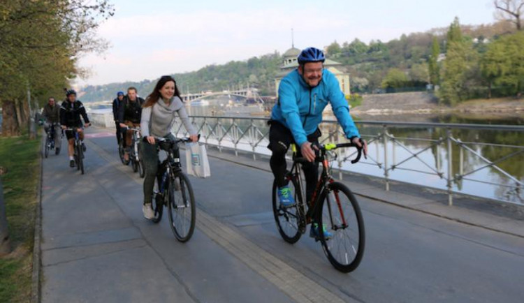 Také letos se bude jezdit do práce na kole nebo chodit pěšky. V březnu je nejlevnější startovné