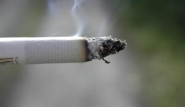 Kvůli zákazu kouření přibyly v Jihlavě stížnosti na rušení klidu. Zatím stačí domluva strážníků