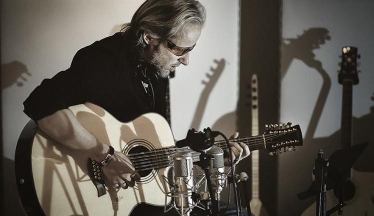 SOUTĚŽ: Německý instrumentalista Dyrk Shivay vystoupí 9. září v Třebíči. Získejte vstupenky na jeho koncert