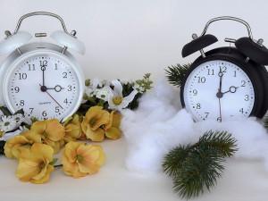 ANKETA: V noci na neděli se změní čas, platit bude do konce března