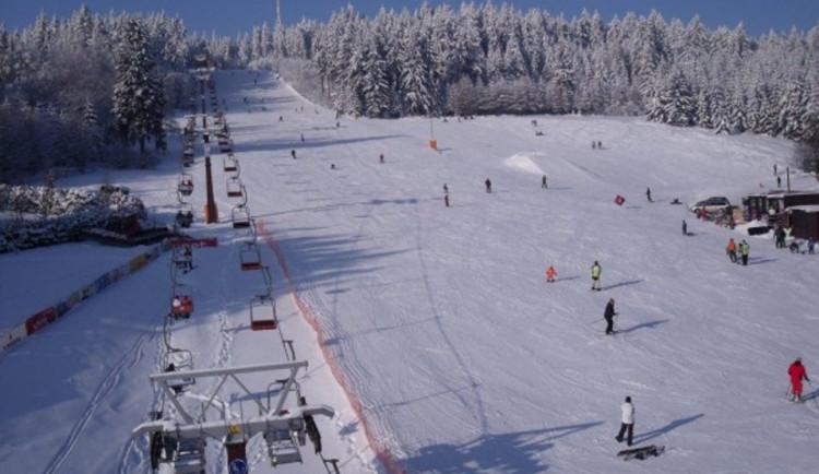 LYŽOVÁNÍ NA VYSOČINĚ: V kraji funguje pět sjezdovek, další potřebují doplnit sníh