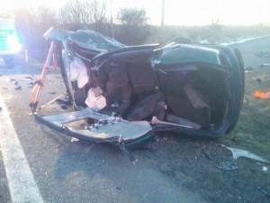 FOTO: U Golčova Jeníkova bouralo auto. Dva lidé byli zaklíněni v autě, skončili v nemocnici