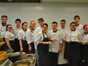 Kuchař s michelinskou hvězdou Philippe Mille  vaří se studenty vysočinské Gastroakademie