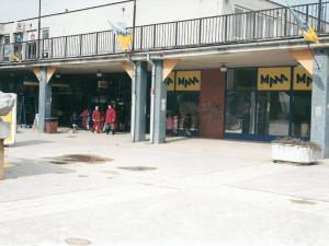 V Jihlavě se před sedmadvaceti lety otevřel vůbec první supermarket. Pamatujete si Manu?