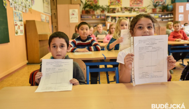 Na Vysočině si převezme závěrečné vysvědčení přibližně čtyřiašedesát tisíc žáků