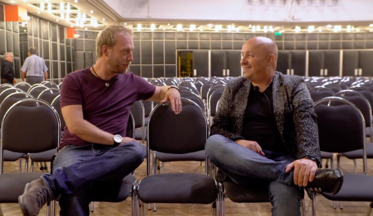 DRBÁRNA: Humor si pořád dělám po svém, kupodivu na to lidi stále chodí, říká Zdeněk Izer
