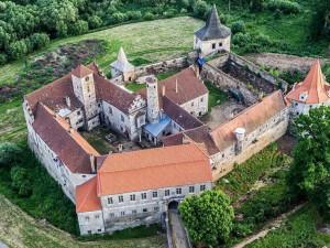 Oprava zámku v Červené Řečici letos nezačne. Majitel doufá, že brzy najde dodavatele