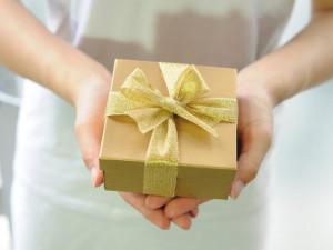 ANKETA: Většina lidí letos neutratí za vánoční dárky více než deset tisíc korun