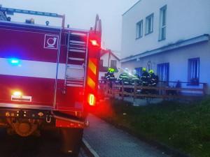 FOTO: V jihlavské kavárně Paseka dnes ráno hořelo. Lidé nabízí pomoc s úklidem po požáru