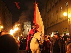 FOTO: Svatý Martin se svojí družinou prošel centrem Jihlavy. Slavnost zakončil ohňostroj