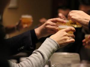 Čtyři opilí, hádky, rvačka a zranění. U třebíčského podniku bylo v sobotu hodně rušno