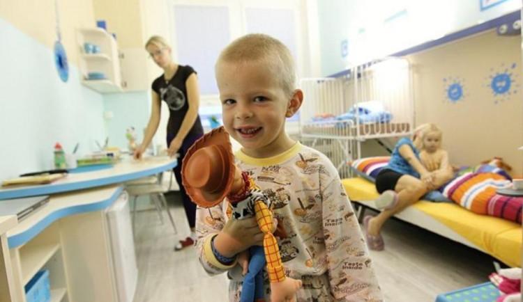 Vánoce se budou slavit i v jihlavské nemocnici. Lidé mohou přispět na opravu dalšího pokoje