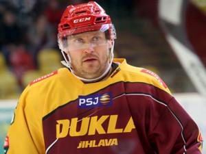 Mladík, který na jihlavském náměstí napadl hokejistu Melenovského, dostal pět a půl roku