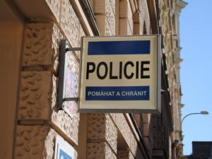 Dva trestné činy má na svědomí žena, co se vloupala do domu. Odnesla si nářadí a matrace