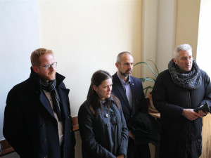 Jihlavští zastupitelé uctili na gymnáziu oběti holocaustu