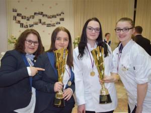FOTO: Skvělý úspěch! Čtveřice studentek z Třebíče se svým menu veze z Nitry dvě zlata