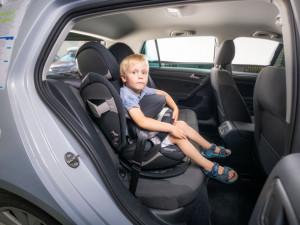 Varování před nebezpečnými dětskými autosedačkami
