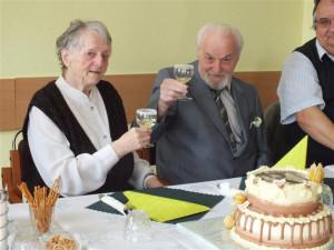 Diamantová svatba v domově důchodců: Klidně se budu ženit každých 14 dní, řekl nadšený ženich