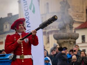 FOTO: Jihlava zažila rekordní salvu z historických zbraní