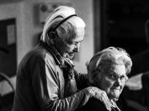 Průměrná délka života v Česku se za poslední století protáhla o třicet let