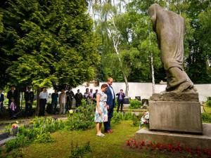 Jihlava si připomněla oběti komunistického režimu. Primátorka při projevu poslance SPD symbolicky odvrátila hlavu
