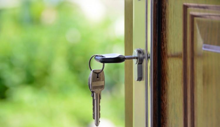 Odjíždíte na dovolenou? Zabezpečte si dům, aby zloději neměli šanci