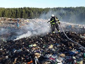 Hasiči v permanenci: Středa byla perná, hořelo na třech místech v kraji, škody šly do milionů