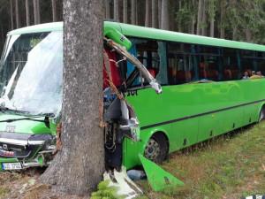 U obce Jámy na Žďársku havaroval autobus, na místě je patnáct zraněných