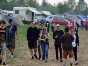 Technoparty v Meziříčku spěje do finále. Policie řidičům nabízí kontrolní dechové zkoušky