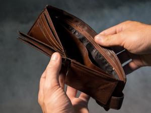 Muž v jihlavské restauraci přišel o peněženku a mobil. Zloděj využil jeho nepozornosti