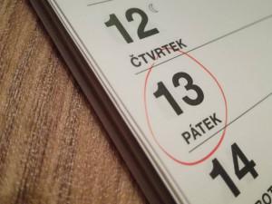 ANKETA: Je pátek třináctého, pověrčiví lidé nevyjíždí ze svých garáží. Čísla se bojí i hoteliéři