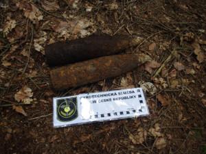 Překvapení v lese. Kromě hřibů nalezl houbař i dělostřelecké granáty