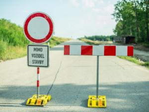 Během víkendu se kvůli opravám opět uzavře úsek na II/602. Řidiči musí jet po objížďce