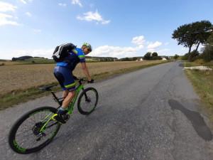 Cyklisté pro hospic našlapali více než 500 kilometrů. Přidal se i horolezec Radek Jaroš