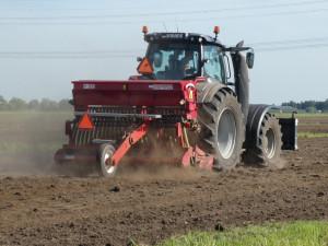Zemědělci na Vysočině už na některých místech začali dělit velká pole