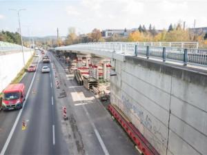FOTO: Most na silnici II/351 u nemocnice v Třebíči už slouží řidičům
