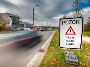 PŘEHLED: Začaly opravy ve Vrchlického ulici. Jak se dotknou řidičů i cestujících v MHD?