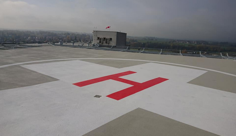 Havlíčkobrodská nemocnice má opravený heliport. Práce na střeše vyšly na 13 milionů